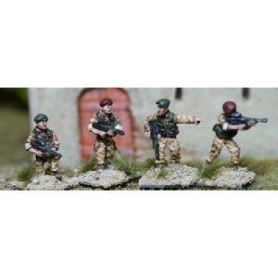 British Army L85A1 British in Assault Vests w/ Berets (4 Figures)