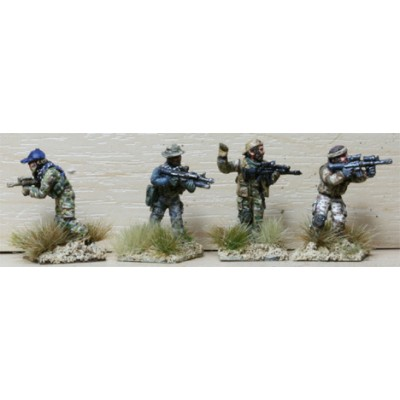 Special Forces Team advanc at the Ready (4 Figures)