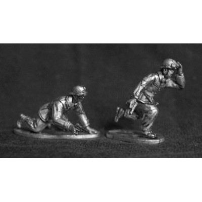 Dismounted French tank crewmen (2 Figures)