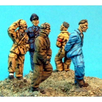 Generic prisoners & guard (5 Figures)